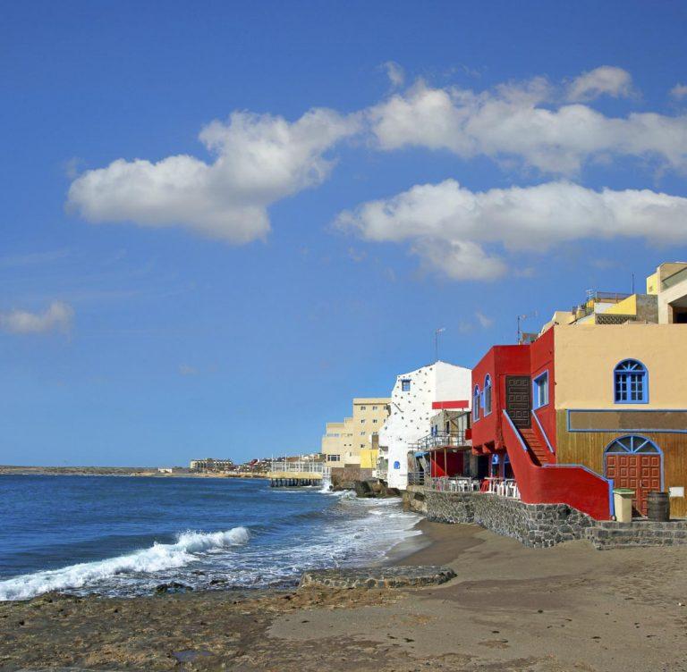 el-medano-la-destinazione-bohemien-di-tenerife-coast-in-the-tourist-resort-medano-tenerife-canary-islands-spain-784-